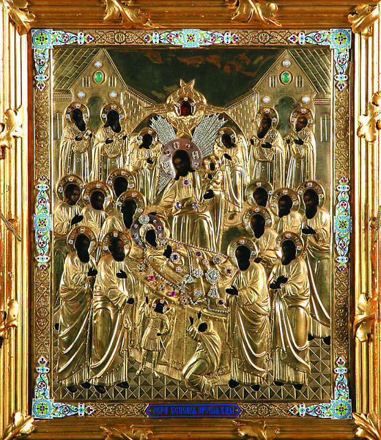 Cамая главная святыня обители – явленная икона Успения Пресвятой Богородицы в богатой позолочен- ной ризе – пребывает в величественном пятиглавом Успенском соборе Пюхтицкого монастыря