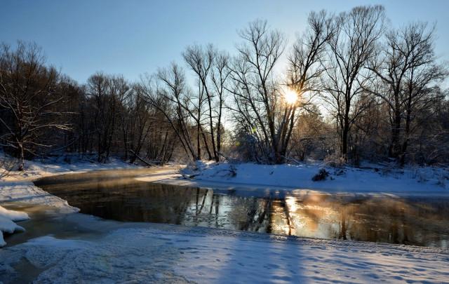 Окрестности монастыря. река Воря