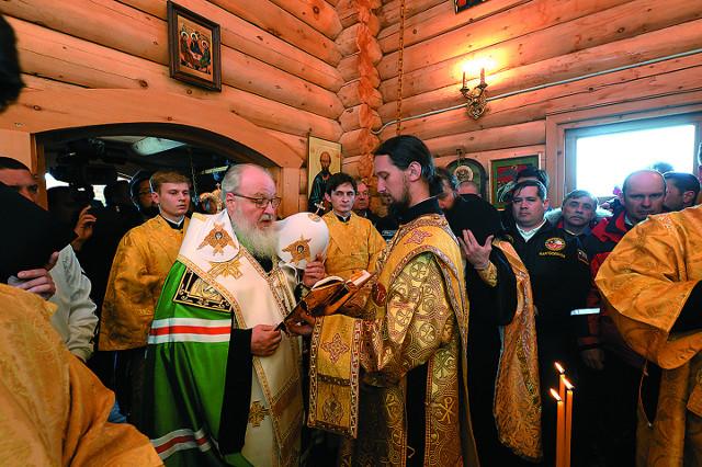 В Троицком храме Антарктиды Патриарх Московский и всея Руси Кирилл совершил молебен и заупокойную литию о погибших полярниках