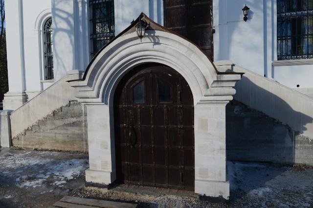 Вход в нижний храм