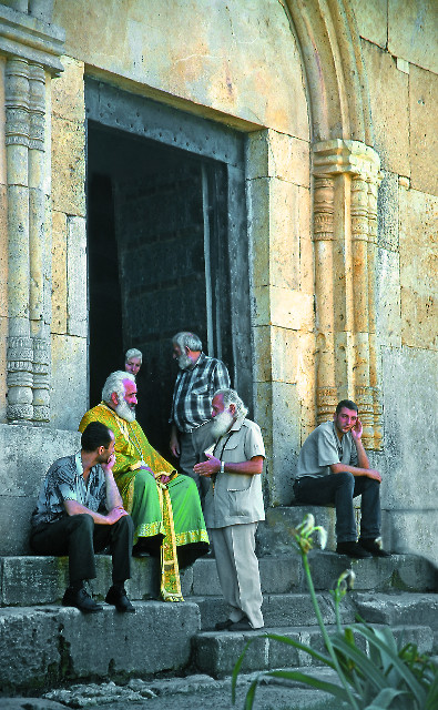 На ступенях монастыря Гелати