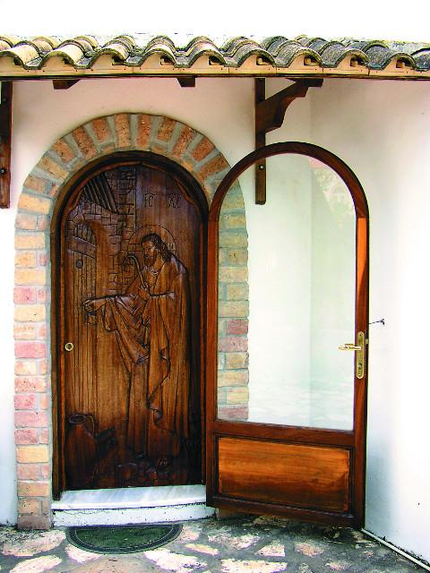 Дверь в монастыре Пантократор Камарела