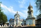 Храм стоит на улице Александра Солженицына, но на адресной табличке значится «Большая Алексеевская, дом 15»