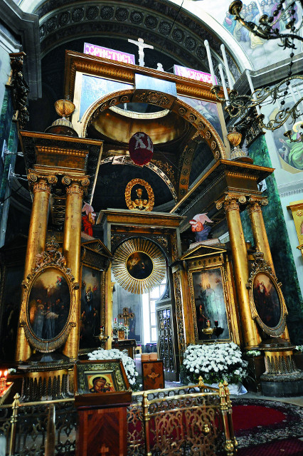 Исторический иконостас в виде триумфальной арки