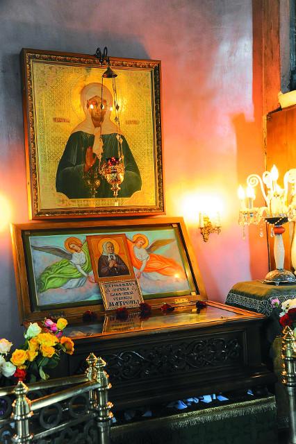 Ковчег, где хранятся частица мощей святой Матроны, погребальная рубашка, пояс и часть гроба