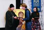Митрополит Михайловский и Рязанский Марк вручает награды