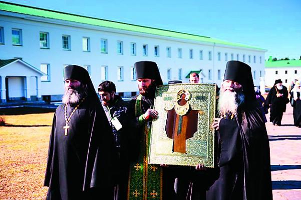 Свято-Троицкий монастырь Александра Свирского торжественно встретил икону своего основателя