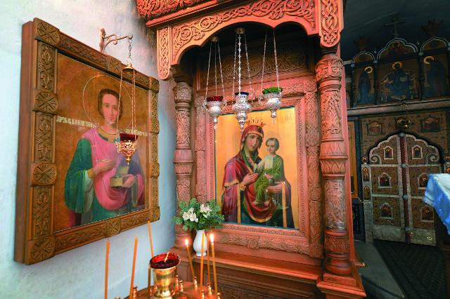 """Келейная икона иеросхимонаха Аристоклия """"Скоропослушница"""" и образ св. Пантелеймона с автографом старца"""