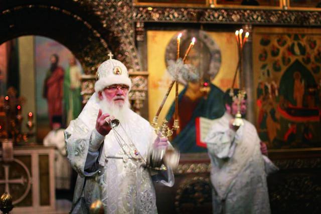 Настоятель Иверского Валдайского монастыря, митрополит Новгородский и Старорусский Лев (Церпицкий) во время богослужения