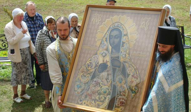 Главная святыня обители - уникальный чудотворный образ Божией Матери «Благодатное Небо»