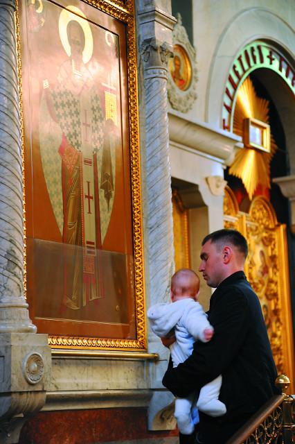 У чудотворной иконы святителя Николая