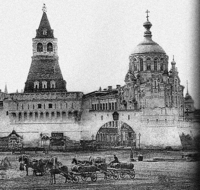 Пантелеймонова часовня и часть Китайгородской стены