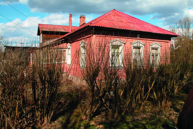 В этом доме по адресу Больничная улица, 28/9, жил и скончался святой Алексий Мечев