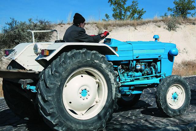Трактора - самый распространенный здесь транспорт