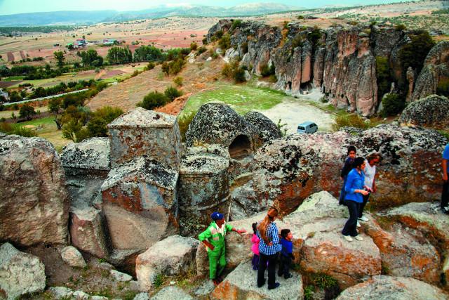 Храм, вырубленный из цельной скалы