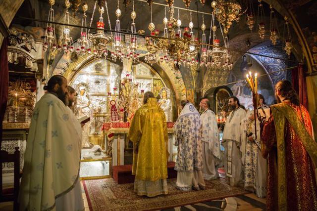 Ночное богослужение в Храме Гроба Господня
