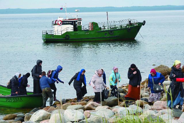 Паломники прибыли на остров Анзер
