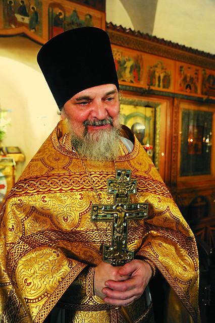 Настоятель церкви протоиерей Пвел Карташев