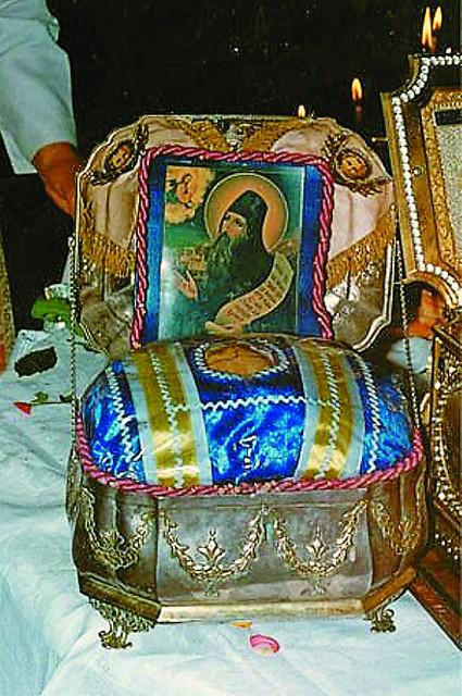 Честная глава  преподобного Силуана Афонского  хранится в Пантелеимоновом монастыре на Афоне