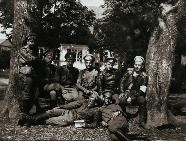 Сергей Мечев  (в центре) на фронте. Первая Мировая война