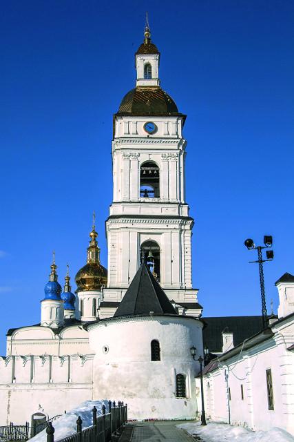 Колокольня и Павлинская башня Тобольского кремля