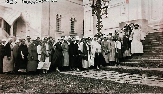 Священник Сергий Мечев  с общиной в Николо-Угрешском монастыре. 1923 год