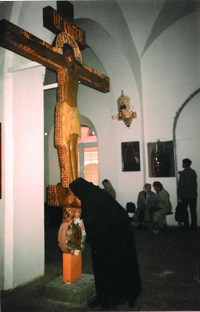 Крест в храме Димитрия Солоунского, выполненный по эскизам отца Герасима