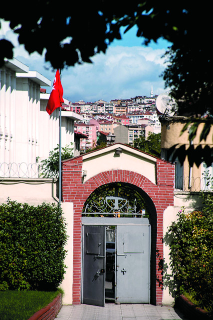 За этими воротами находится Влахернский храм