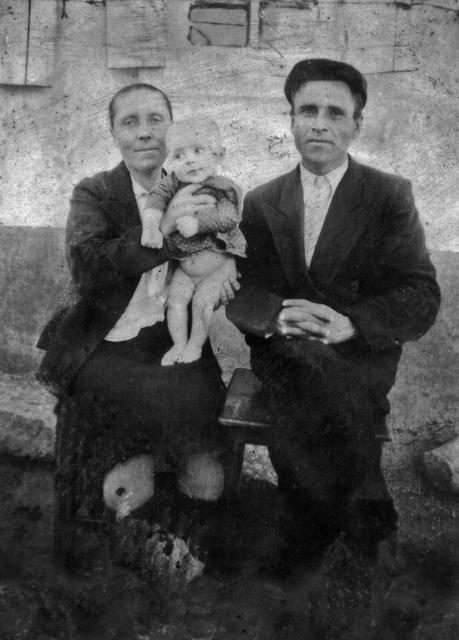 Мария и Иван Задировы с сыном  Петей