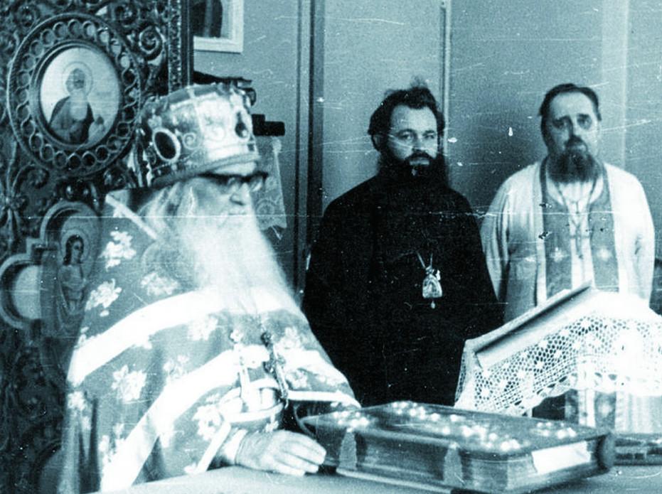 Архимандрит Борис (Холчев), епископ Герман (Тимофеев), протоиерей Георгий (Ивакин) ТРЕВОГИН ВО ВРЕМЯ БОГОСЛУ ЖЕНИЯ