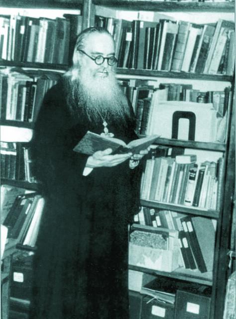Архимандрит Борис в своей библиотеке