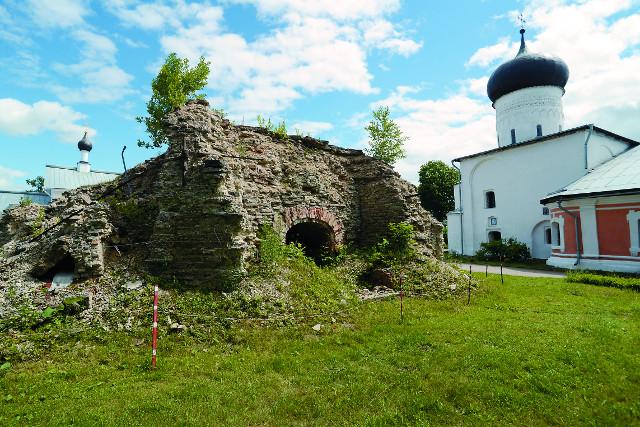 Руины Вознесенского храма-колокольни