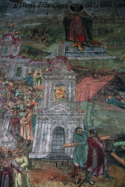 Фреска в храме Царевича Димитрия на крови, изображающая звонаря, бьющего  в набат, и государевых людей, пытающихся  пройти на колокольню