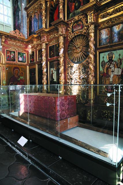 Носилы, в которых царевича перенесли в Москву