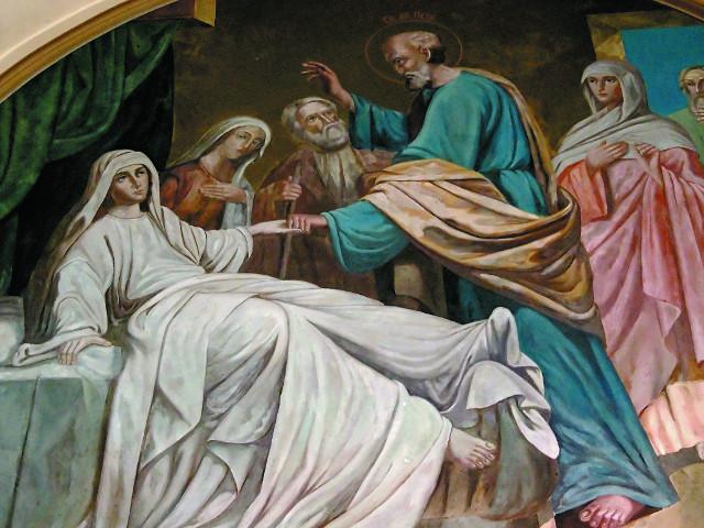 Фреска со сценой воскрешения праведной Тавифы над входом в храм