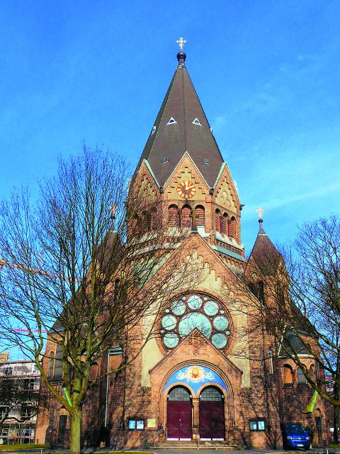 Собор святого праведного Иоанна Кронштадтского - один из самых больших храмов в Гамбурге