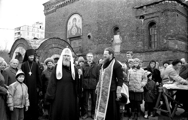 Посещение Знаменского храма Святейшим Патриархом Алексием II на страстную Субботу. 25 апреля 1992 года