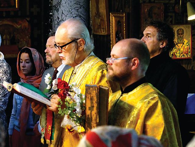 Иподиакон Клод (Клавдий) Лопез-Жинисти - (слева) и чтец Иван Грезин, автор статей и книг по истории Православия в Швейцарии
