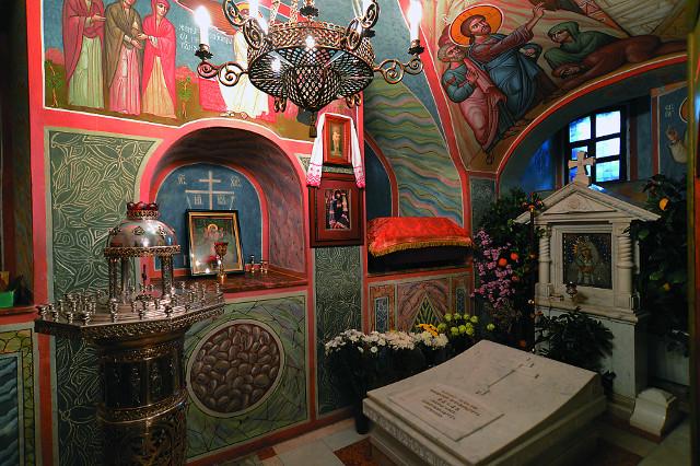 Архимандрит Авель похоронен рядом с аларем храма во имя преподобного Серафима Саровского в Иоанно-Богословском монастыре