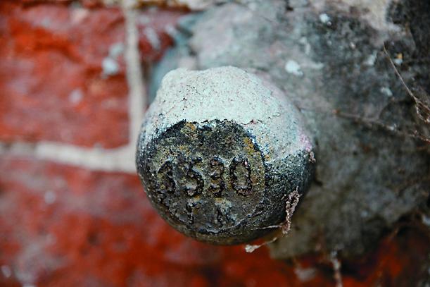 Во время реставрации колокольни был обнаружен закладной камень с датой ее постройки