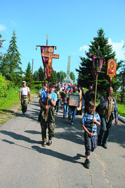Крестный ход  из села Оковцы во Ржев был возрожден молодыми прихожанами Ржева в 2005 году