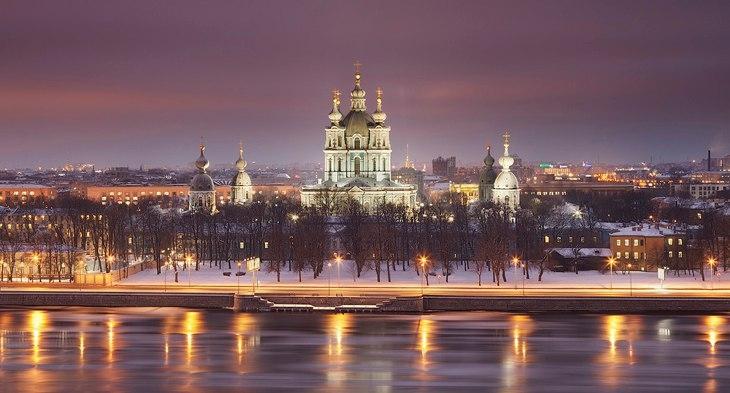 Вид на Смольный собор с реки