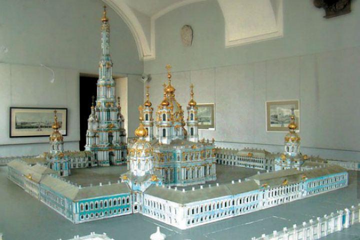 Макет Смольного собора с колокольней
