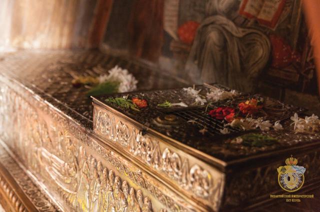 Рака с мощами святого преподобного Христодула, основателя и игуменя монастыря Иоанна Богослова. Остров Патмос