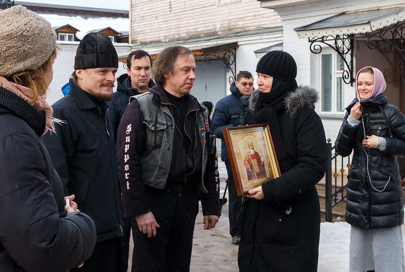 Паломники передали в дар монастырю икону святого равноапостольного князя Владимира