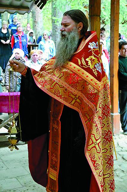 Во время панихиды на могиле преподобномучеников