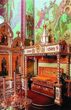 Каждый день  в 11.00 и 16.00 у раки с мощами Иоанна Рижского совершается молебен святому