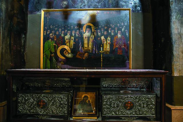 Здесь покоятся мощи  святого Иоанна Хозевита, при котором обитель превратилась в киновию
