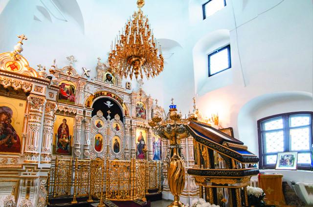 Фаянсовый иконостас церкви Богоявления  в Каипах