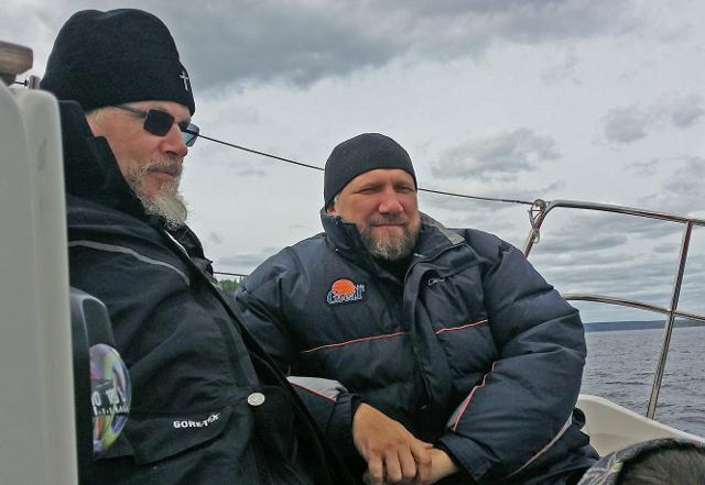Владыка Марк и протоиерей Алексий Марченко на прогулке по Каме